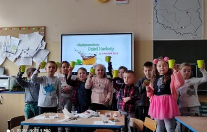 Międzynarodowy Dzień Herbaty w grupie Smerfów.
