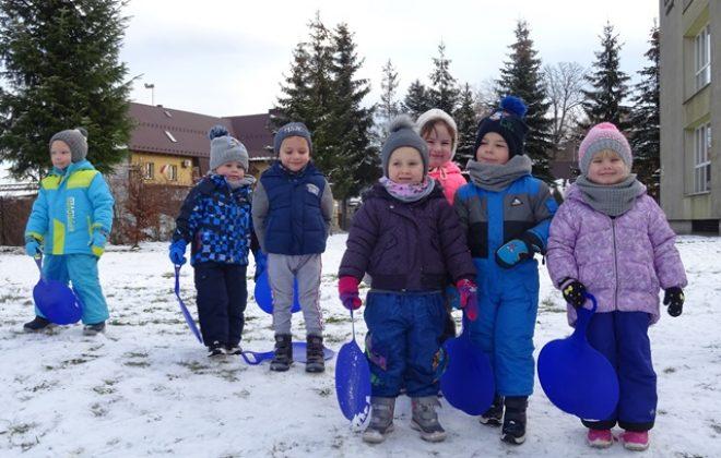Zimowe zabawy Puchatków