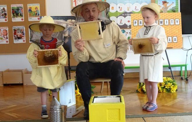 Warsztaty pszczelarskie w grupie Puchatków